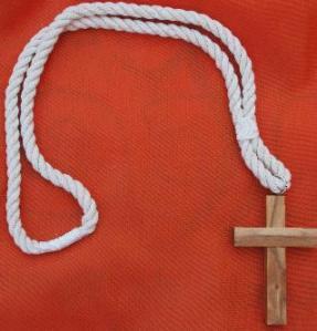 Distintivo procesional de la hermandad de Jesús Condenado de Cáceres