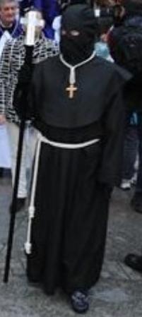 Hábito de la hermandad de Jesús Condenado de Cáceres